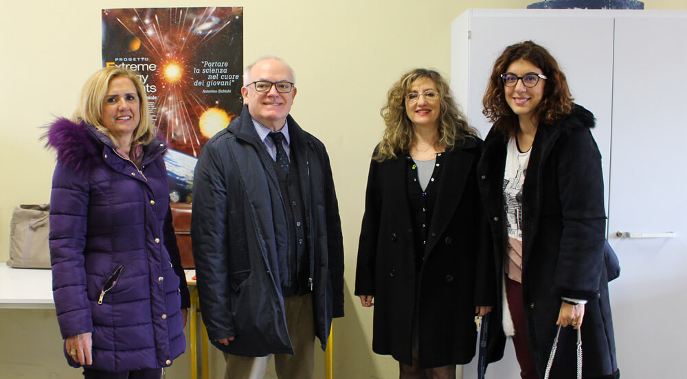 L'inaugurazione del laboratorio. Da sinistra: prof.ssa Adelaide Granese, dott. Claudio Zianna, prof.ssa Maria Rosaria Autiero, dirigente scolastico e prof.ssa Francesca Wannenes